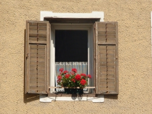 1383067_window_in_the_facade_of_dolomite_house